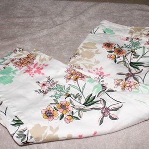 St. John's Bay White Capri Pants Floral Print